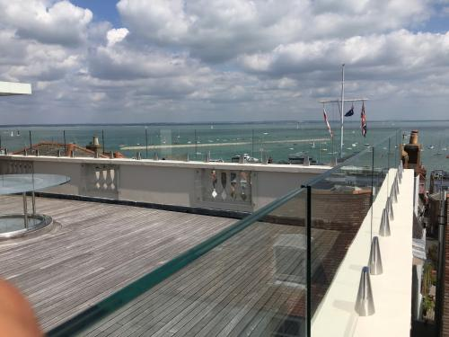 spigots with perfectly aligned glass on parapet wall by Balcony Installations